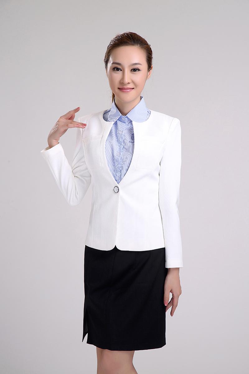 白色时尚女性职业装